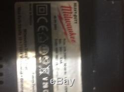 Milwaukee 1/2 À Chocs Clé 2 Trous Cas Superposables 28v Accus + Chargeur
